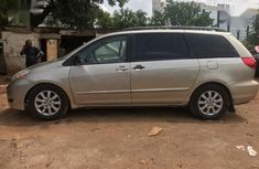 Toyota Sienna 2009 LE Gold for sale