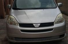 Toyota Sienna 2005 LE AWD Gray color for sale