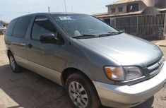 Strong transmission Toyota Sienna 1998 Blue for sale