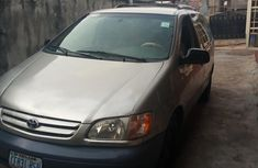 Automatic transmission Toyota Sienna 2002 Gold color for sale