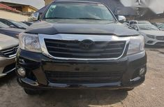Leather seats Toyota Hilux 2013 Black color for sale