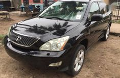 Clean leather seats Lexus RX 2004 Black color for sale