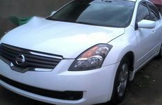 Nissan Altima 2010 White for sale