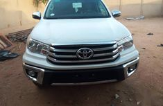 Very clean Toyota Hilux 2018 White color for sale