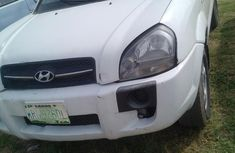 Automatic transmission Hyundai Tucson 2005 White color for sale