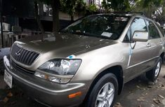 Well maintained 2000 Lexus RX manual for sale in Lagos
