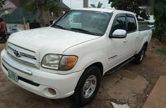 A rarely use Toyota Tundra 2006 White color for sale