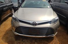 Low mileage and first body Toyota Avalon Gold 2016 gold color for sale