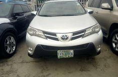 Toyota Rav4 2015 model Nigeria used very clean.