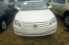 The engine is working well Toyota Avalon 2008 White for sale