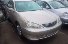 Need to sell high quality 2005 Aston Martin Camry sedan automatic in Lagos