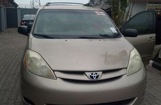 Accident free Toyota Sienna 2006 Gold color for sale