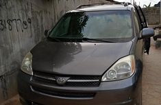 First body paint  Toyota Sienna 2005 Gray color for sale