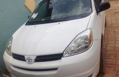 Toyota Sienna LE AWD 2005 White color for sale