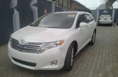 Super clean Toyota Venza AWD 2010 White color for sale
