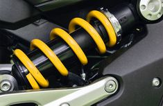 What is the difference between shocks and struts?