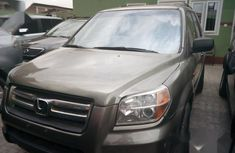 In good condition Honda Pilot 2003 Gold color for sale