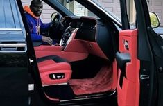 Floyd Mayweather's Rolls-Royce door closes by his magic fingers: trick or fact?