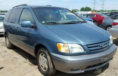 Neatly used Toyota Sienna 2004 model vvt-i V6 engine capacity