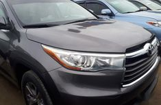 Sell grey/silver 2015 Toyota Highlander suv / crossover automatic at mileage 45,000