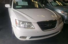 Clean and neat used 2009 Hyundai Sonata sedan in Lagos at cheap price