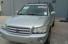 Selling 2001 Toyota Highlander at mileage 140,000 in good condition in Lagos