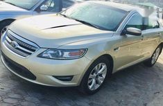 Selling 2011 Ford Taurus automatic at mileage 65,000
