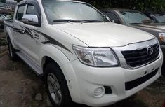Sell white 2015 Toyota Hilux pickup manual in Lagos