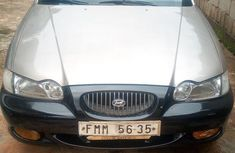 Neatly used gold 2000 Hyundai Sonata manual in Lagos
