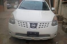 Selling white 2009 Nissan Rogue automatic at price ₦2,600,000