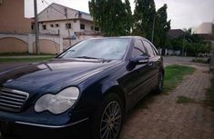 Selling 2005 Mercedes-Benz C200 sedan automatic in good condition