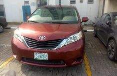 Need to sell high quality 2011 Toyota Sienna suv / crossover at price ₦4,000,000 in Lagos