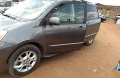 Sell well kept grey/silver 2004 Toyota Sienna suv / crossover at price ₦2,000,000