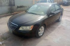 Selling black 2009 Hyundai Sonata sedan in good condition
