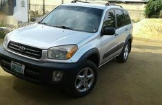 Need to sell high quality grey/silver 2002 Toyota RAV4 automatic