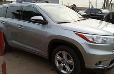Need to sell grey/silver 2015 Toyota Highlander at mileage 51,000