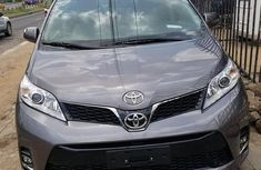 Selling 2015 Toyota Sienna suv / crossover at mileage 55,000 in Lagos
