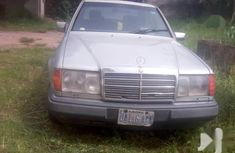 Sell well kept 1996 Mercedes-Benz E250 automatic in Umuahia