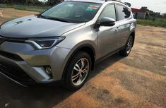 Sell well kept 2016 Toyota RAV4 suv / crossover automatic