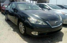 Selling grey/silver 2010 Lexus ES sedan automatic in Enugu