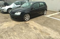 Clean and neat black 2005 Volkswagen Golf for sale