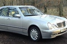 Need to sell high quality grey/silver 2006 Mercedes-Benz 200E sedan automatic in Lagos