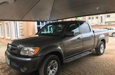 Selling grey/silver 2006 Toyota Tundra pickup / truck in good condition