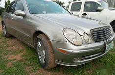 Selling gold 2003 Mercedes-Benz E320 automatic in Abuja