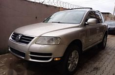 Selling 2005 Volkswagen Touareg suv / crossover automatic in good condition