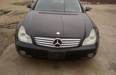 Sell cheap black 2006 Mercedes-Benz CLS sedan automatic in Abeokuta