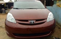Need to sell red 2008 Toyota Sienna at price ₦2,700,000