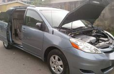 Selling 2008 Toyota Sienna in good condition at mileage 110,000