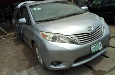 Need to sell high quality 2012 Toyota Sienna at price ₦3,500,000