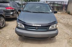 Used blue 2000 Toyota Sienna automatic car at attractive price